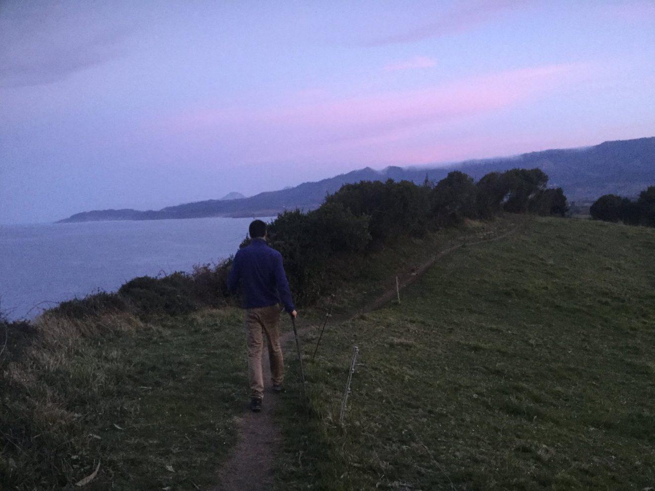 José auf dem Küstenweg