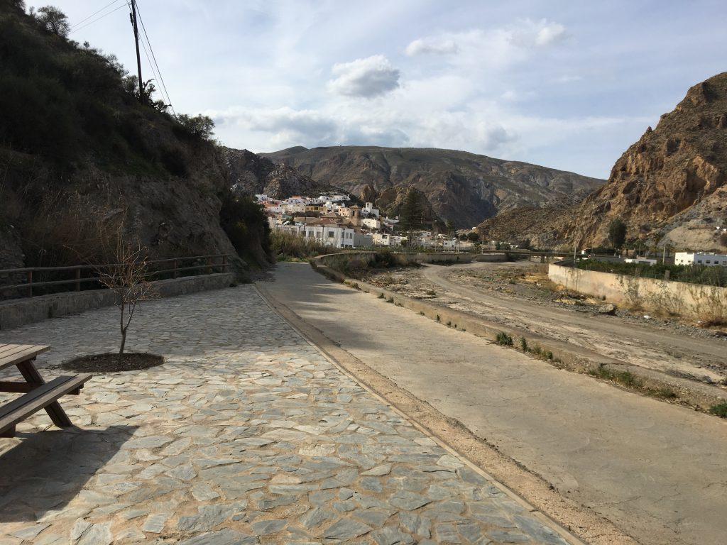 Ein Bild, das draußen, Berg, Strand, Seite enthält.  Automatisch generierte Beschreibung