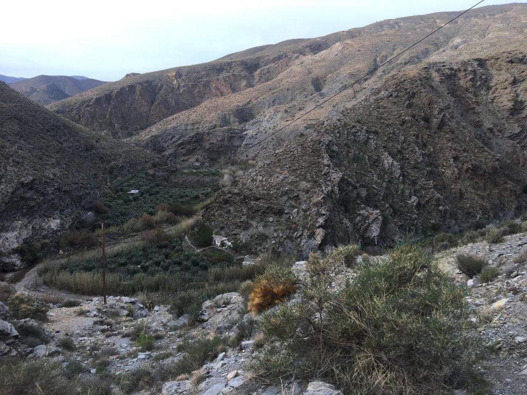 Ein Bild, das Berg, draußen, Natur, Gras enthält.  Automatisch generierte Beschreibung