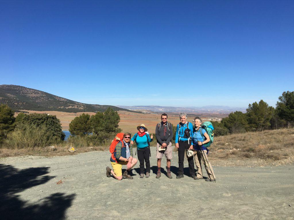 Ein Bild, das draußen, Personen, Gruppe, Berg enthält.  Automatisch generierte Beschreibung