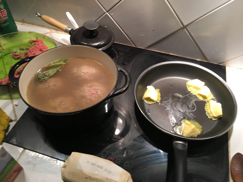 Ein Bild, das drinnen, Essen, Tisch, Teller enthält.  Automatisch generierte Beschreibung